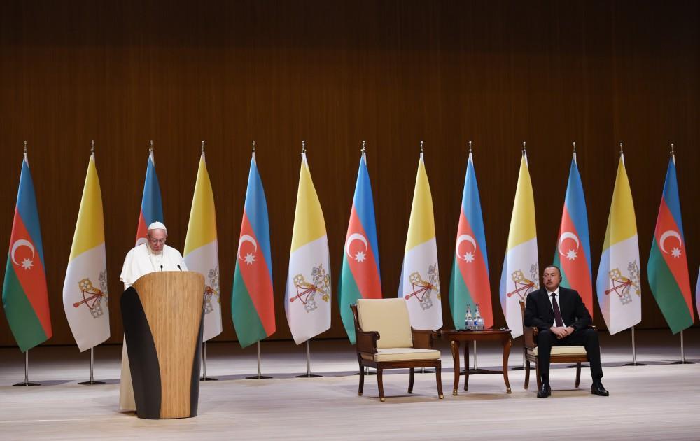 Папа Римский: Различные религиозные общины живут в мире и сотрудничестве в Азербайджане