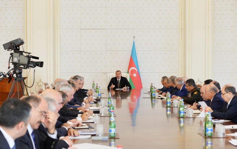 Под председательством Президента Ильхама Алиева состоялось заседание Кабмина, посвященное итогам 9 месяцев 2016 года и предстоящим задачам