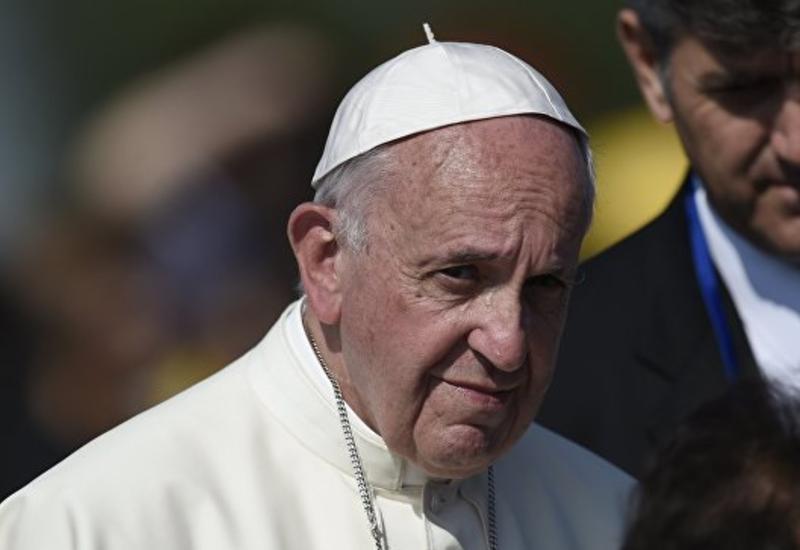 С аукциона продали три автомобиля папы Римского