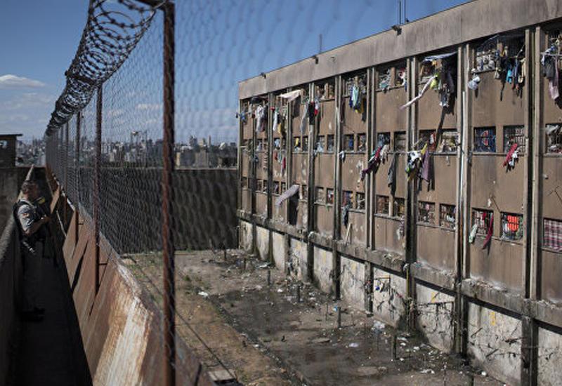 В Бразилии из тюрьмы сбежали до 300 заключенных-психов