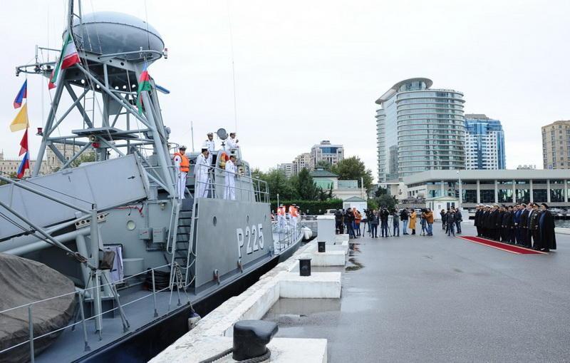 Военные корабли Ирана прибыли в Баку