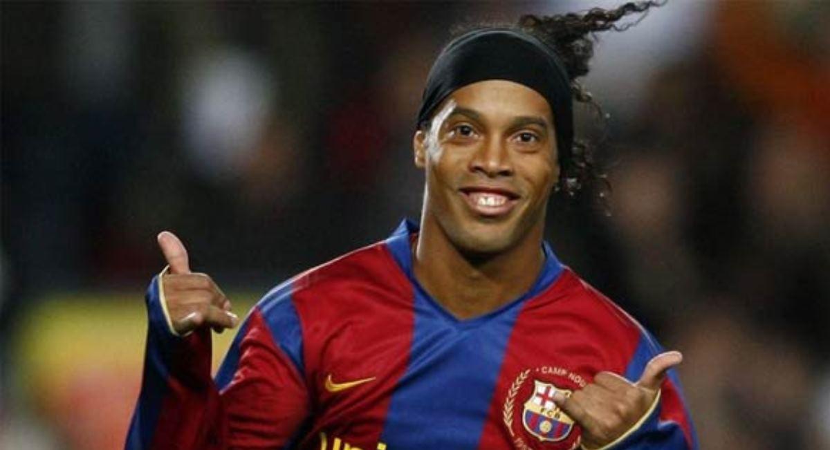 Бразильский футболист Роналдиньо завершил карьеру