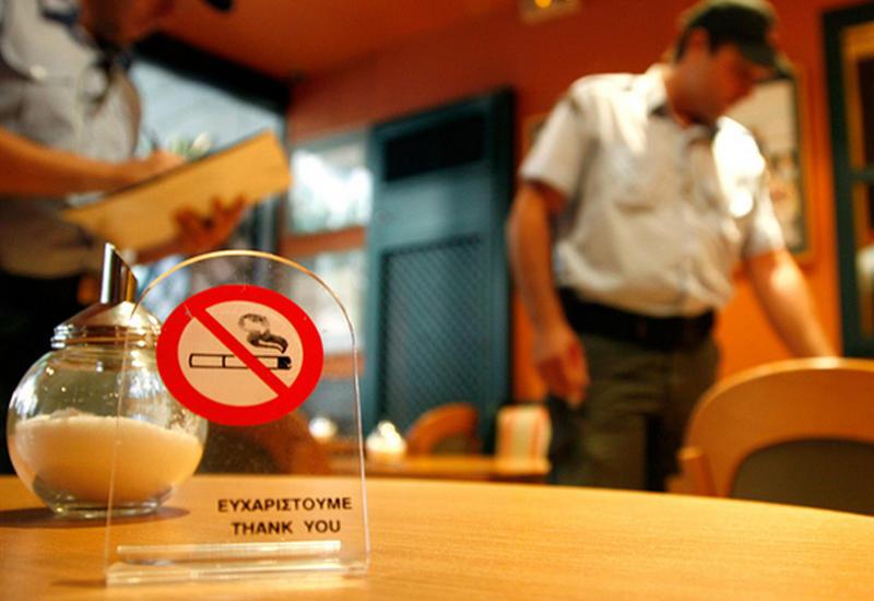 В Азербайджане могут запретить курение во всех закрытых помещениях