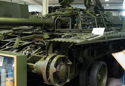 Военная выставка в Баку снова толкнула Ереван на поклон Москве