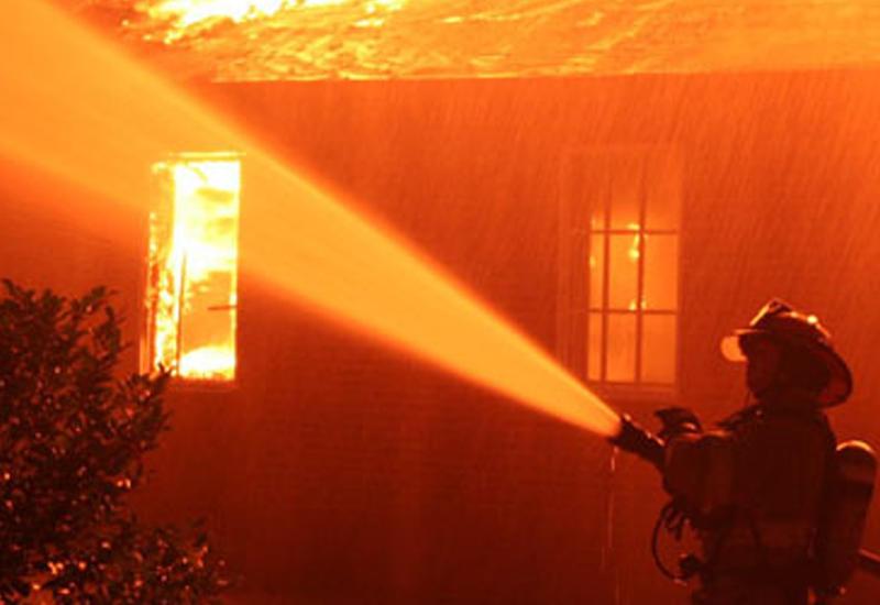 Пожар в Нефтчале, есть пострадавший