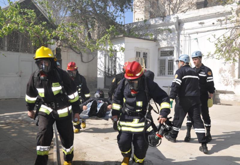 МЧС Азербайджана проводит учения в одном из театров