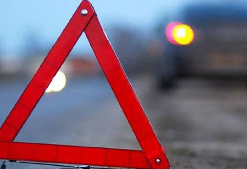 Автомобиль посольства России попал в ДТП в Баку