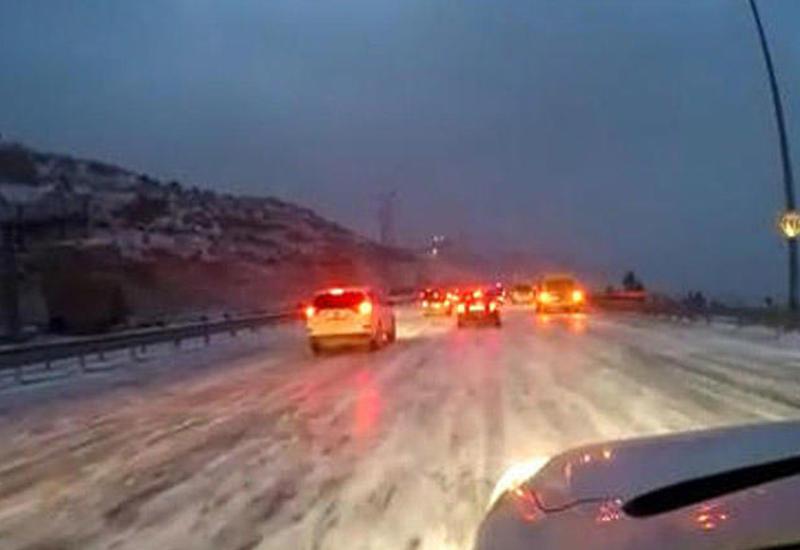 Обледеневшие автомобильные дороги Баку