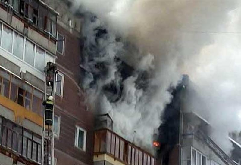 Сильный пожар в многоэтажном доме в Хырдалане: много пострадавших