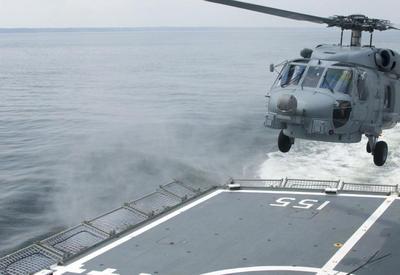 """Австралийский пилот чудом посадил вертолет на палубу в шторм <span class=""""color_red"""">- ВИДЕО</span>"""