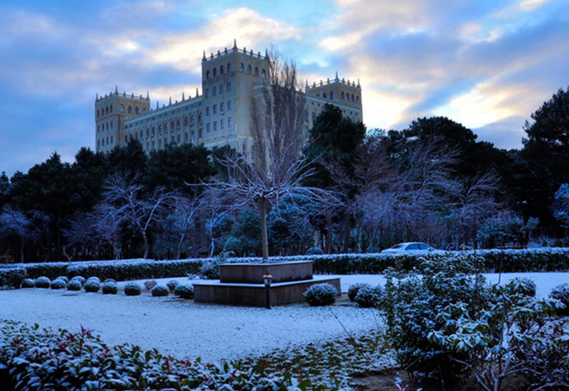 Снежная сказка в Баку