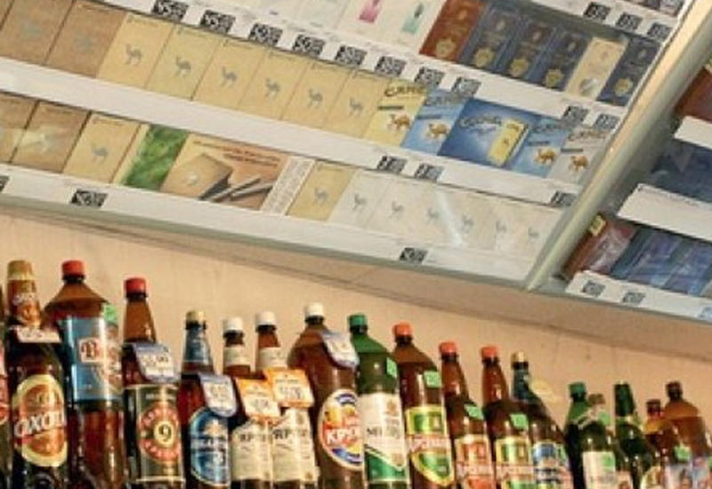В Азербайджане ужесточено наказание за продажу алкоголя и сигарет за наличные