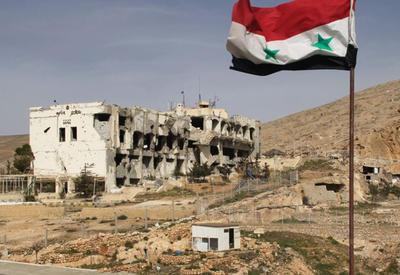 """Сирийская армия уничтожает последние очаги сопротивления """"ИГ"""" в Дейр-эз-Зоре <span class=""""color_red"""">- ВИДЕО</span>"""