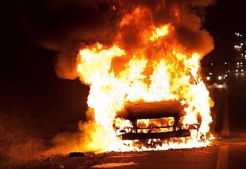 В Агджабеди учитель поджог автомобили соседа