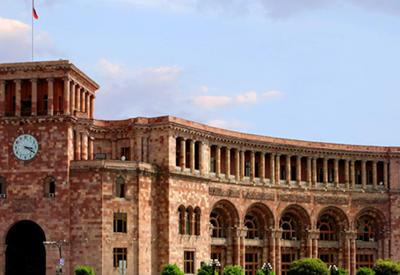 """Маразм крепчает: в Армении требуют увеличить на гербе """"Арарат"""""""