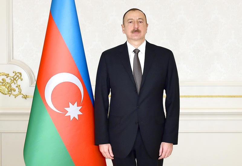 Президент Ильхам Алиев поздравил украинского коллегу