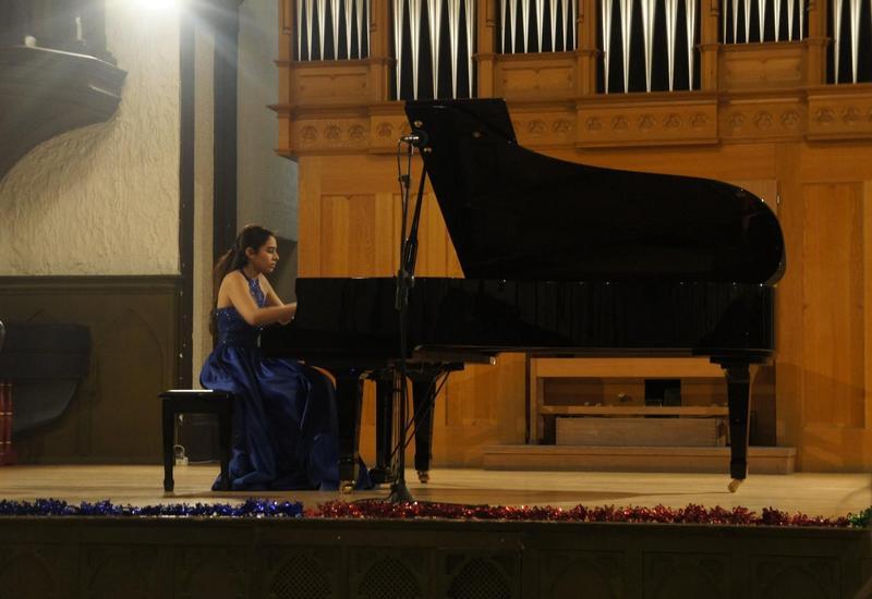 В Зале камерной и органной музыки проходит серия новогодних концертов