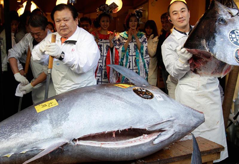 На рыбном аукционе в Токио продали тунца за $634 000