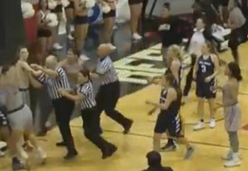 Американские баскетболистки подрались во время матча