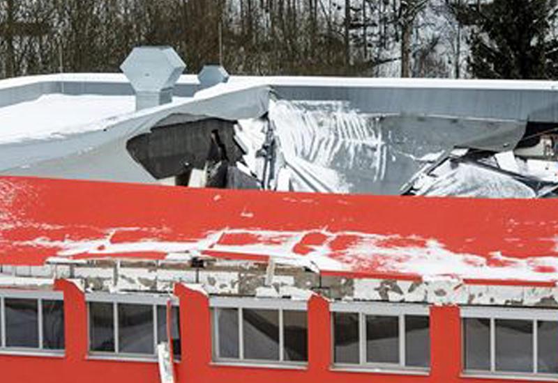 Крыша спортзала обвалилась на подростков