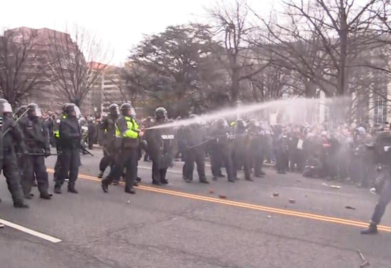Стычки протестующих с полицией в Вашингтоне