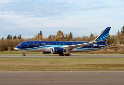 """Задержанный рейс AZAL уже вылетел из Лондона в Баку <span class=""""color_red"""">- ОБНОВЛЕНО</span>"""