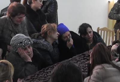 Родные убитого сослуживцами армянского солдата прокляли Саргсяна