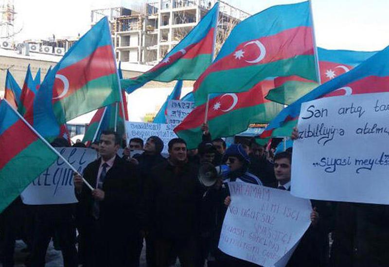 """Перед штаб-квартирой партии """"Мусават"""" прошла акция протеста"""