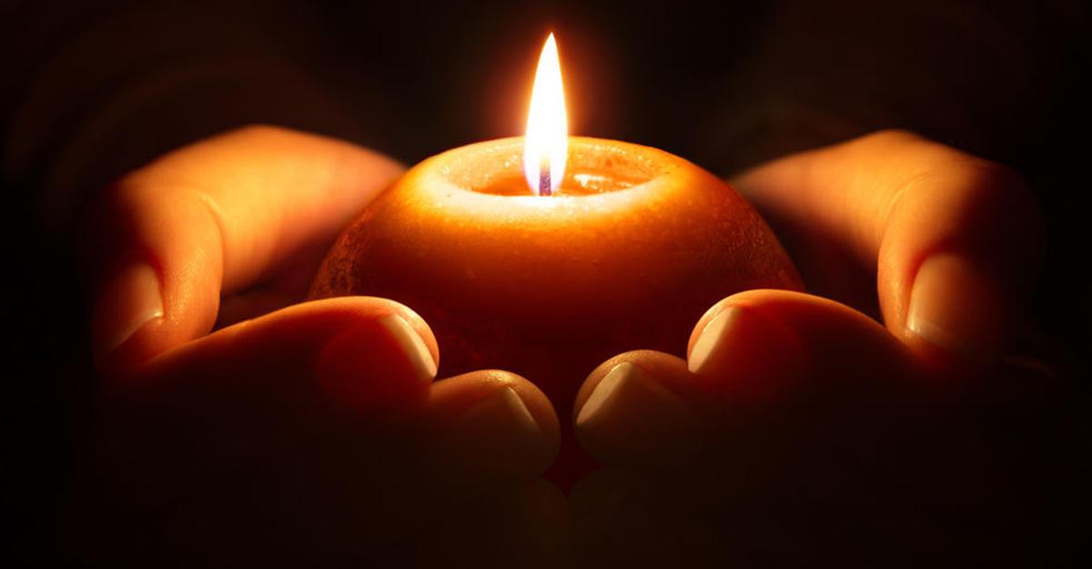 Открытка свечка в память