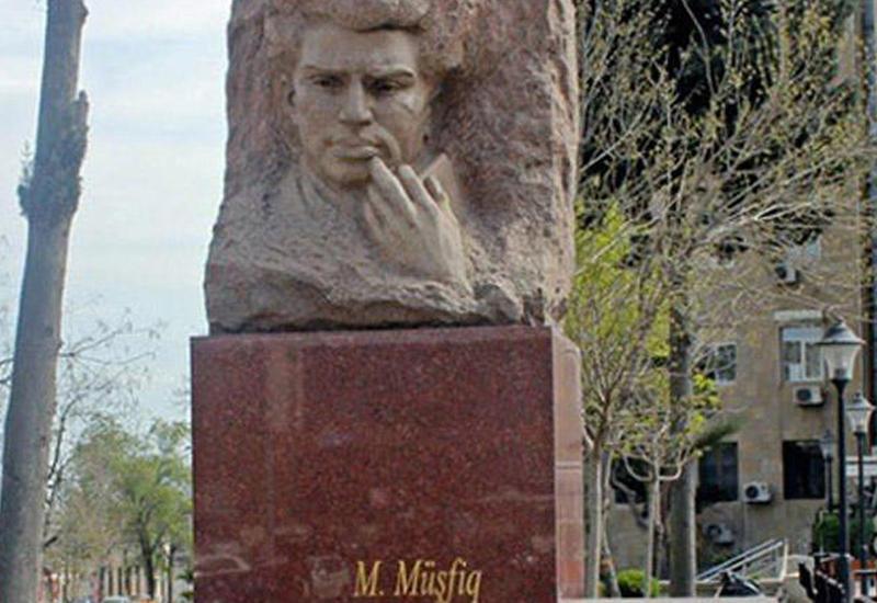 Памятник Микаилу Мушвигу установят на прежнем месте