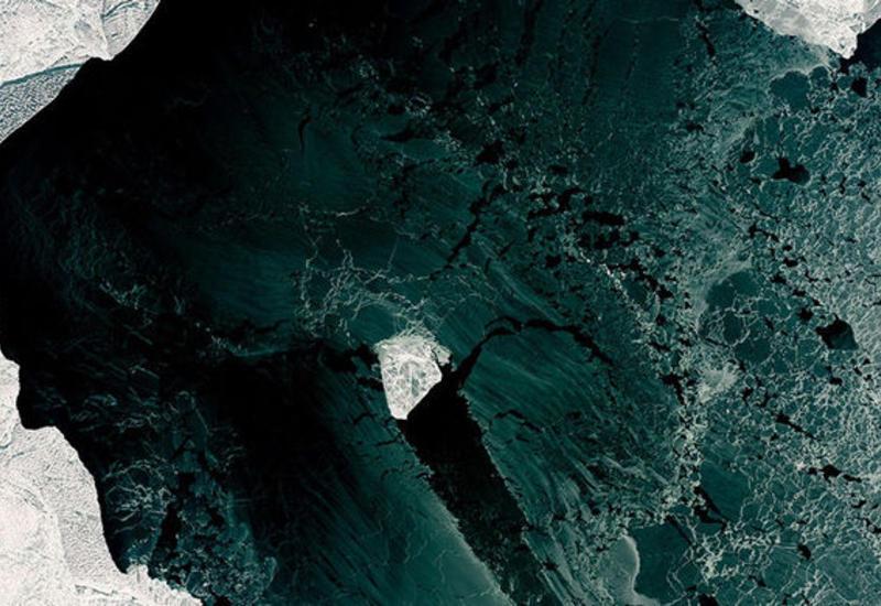 Спутник заснял в Каспии льдину, похожую на бриллиант