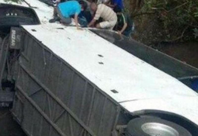 Автобус с фермерами сорвался в ущелье, много погибших