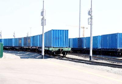 Индийские товары поставят в Латвию через Азербайджан