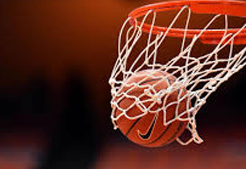 Баскетболист случайно забросил мяч, когда хотел промахнуться