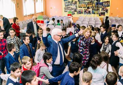 "Азербайджанцы подарили российским школьникам праздник Новруз <span class=""color_red"">- ФОТО</span>"