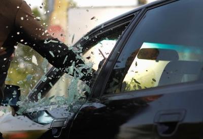 В Баку из автомобиля украли крупную сумму