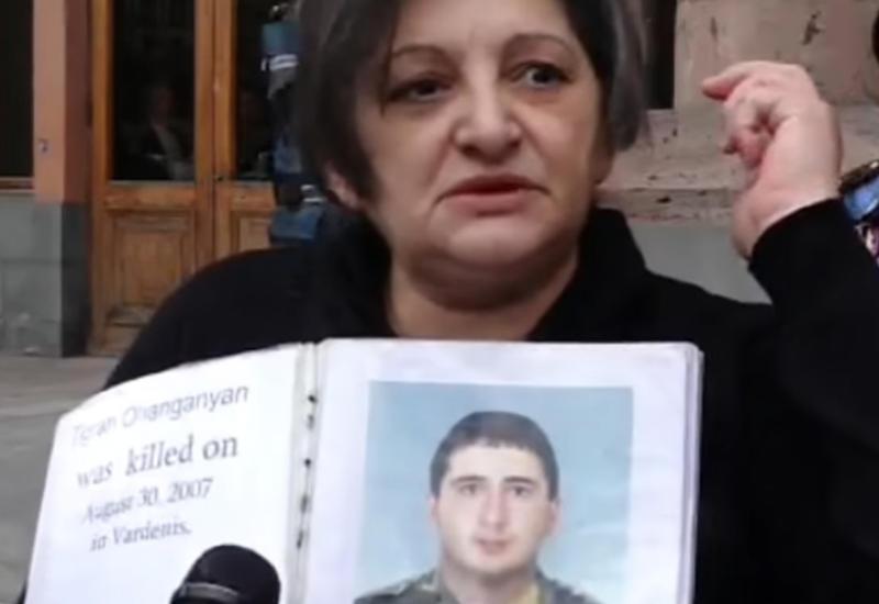 В Ереване солдатские матери требуют извинений от министра обороны