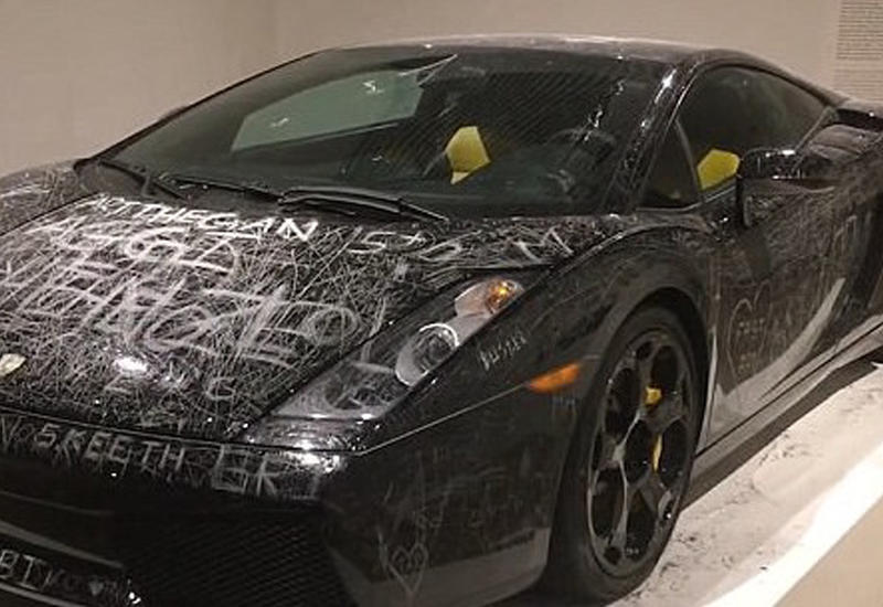 В Дании посетителям музея разрешили изуродовать Lamborghini за $170 тысяч
