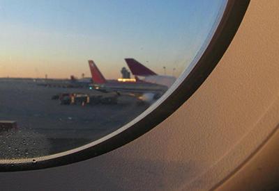 С рейса Манчестер-Прага сняли более 20 авиадебоширов