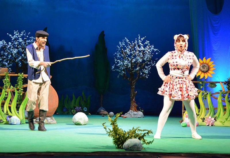 В России и Грузии ждут азербайджанский театр