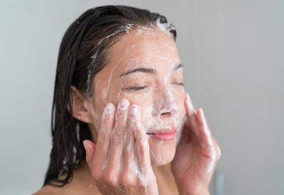 4 главные ошибки при увлажнении, из-за которых кожа постоянно сохнет