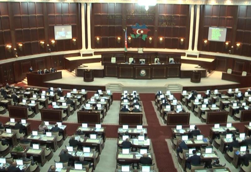 Президент Азербайджана не поддержал изменения в закон о госслужбе