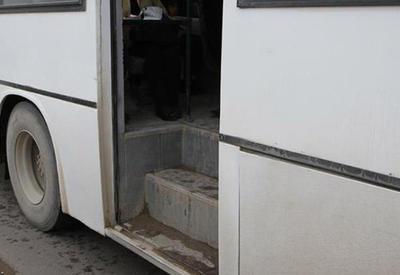 В Баку женщина выпала из автобуса
