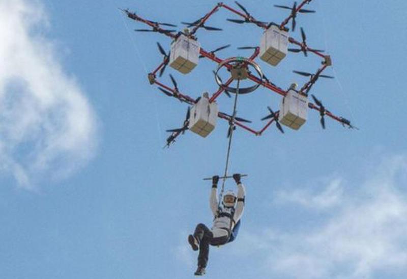 Латвийский парашютист первым в мире прыгнул с дрона
