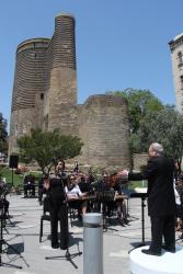 Музыкальный солнечный марафон перед Девичьей башней для гостей Исламиады - ФОТО