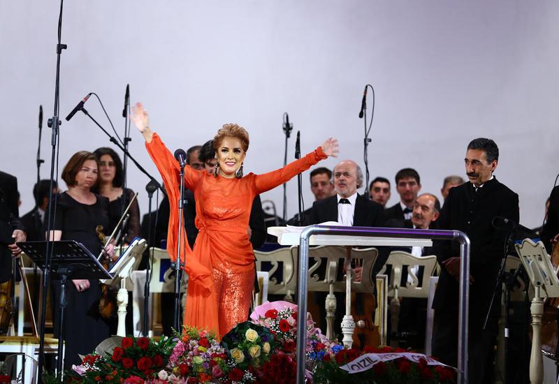 Великолепный концерт Лалы Мамедовой на сцене бакинской филармонии