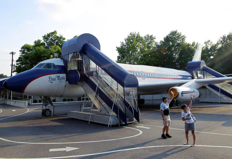 Самолет Элвиса Пресли не принес на аукционе и полумиллиона