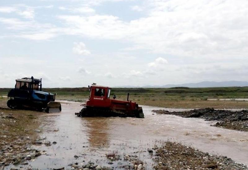 Движение транспорта на дороге Исмаиллы-Габала остановлено
