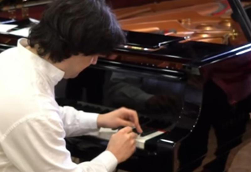 Музыкант установил рекорд, ударив по клавишам более 800 раз за минуту
