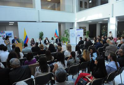 В Баку презентована антология стихов азербайджанских и колумбийских поэтов